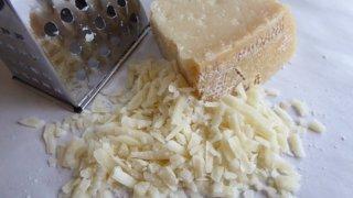 削ったチーズ