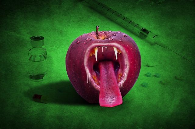 牙をむいたリンゴ